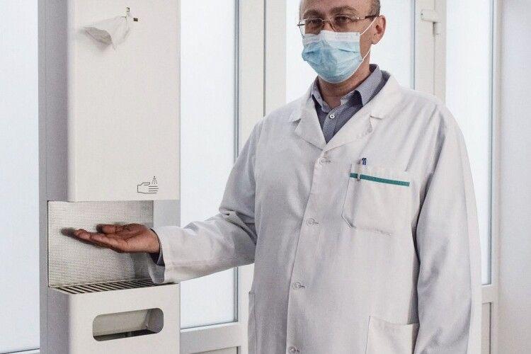 На Волині три лікарні обладнали автоматичними дезінфекційними станціями