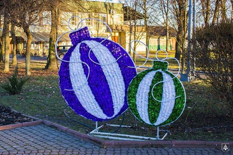 Нововолинськ красується з двома новорічними фотозонами
