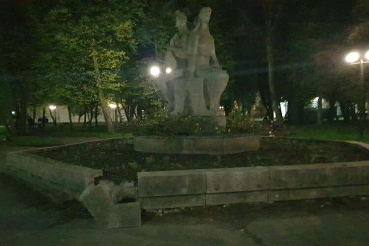 У Ковелі знову пошкодили пам'ятник