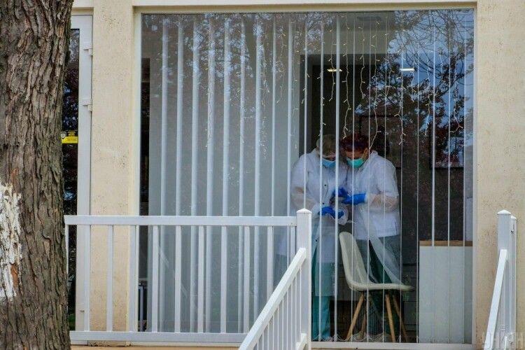 У пологовому будинку померла жінка, яка виношувала двійню: дітей вдалося врятувати