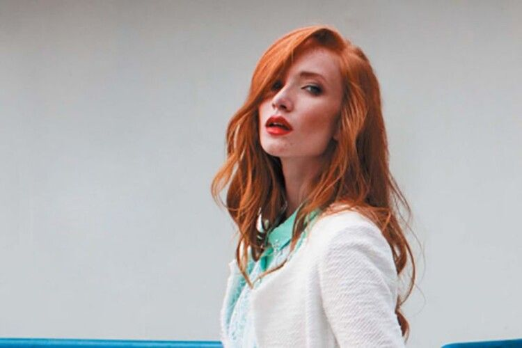 Встромила ніж у серце: відома російська модель вбила чоловіка через ревнощі (Фото)