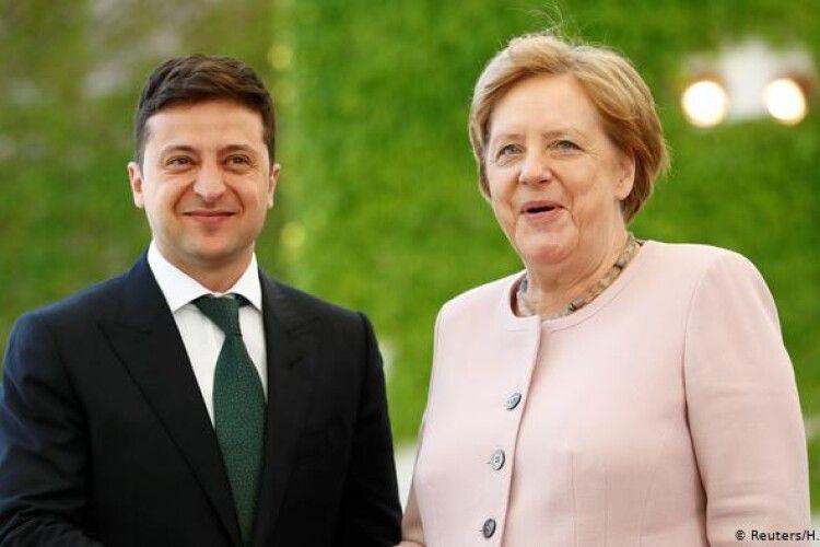 Меркель зателефонувала Зеленському й запросила до Берліна
