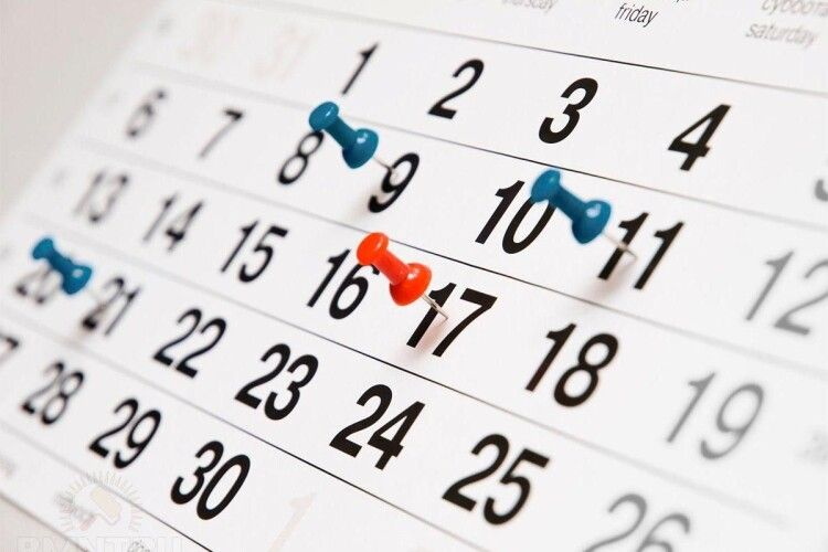 Кабмін переніс три робочих дні у 2021 році