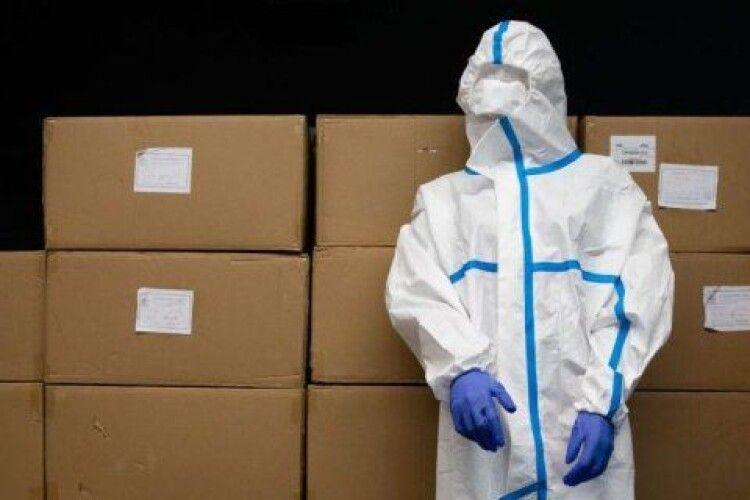 Через тиск влади лікарня у Волновасі відмовилась приймати захисні костюми від Фонду Порошенка
