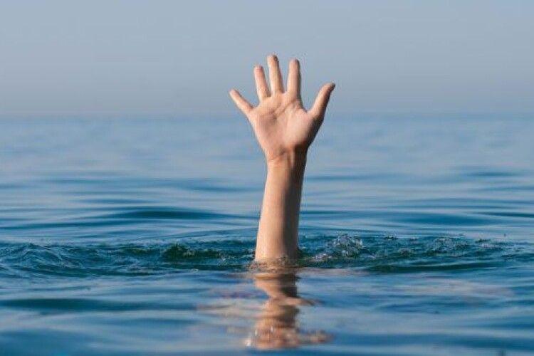 У Луцьку в Стиру ледь не потонула дівчинка