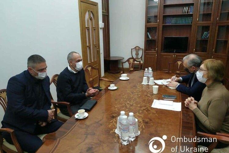 Звільнені з іракського полону українці зустрілися з омбудсменкою