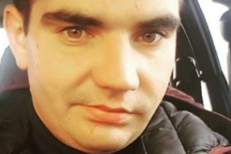Шукають молодого ратнівчанина, який вийшов з медзакладу в Луцьку і зник