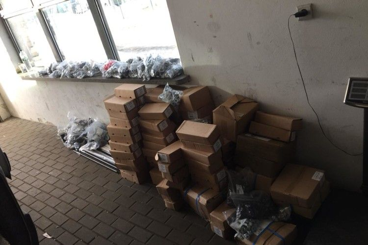 Контрабандне вино та близько тонни будівельних матеріалів викрито на українсько-польському кордоні (Фото)