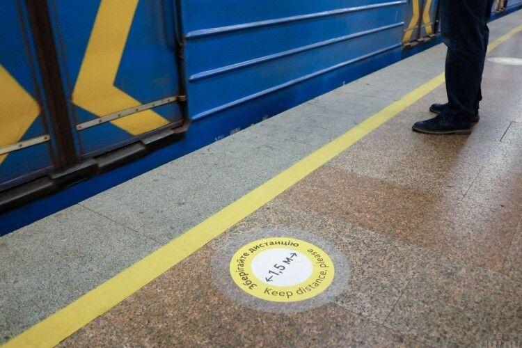 У Києві на станції метро нетверезий парубок впав на рейки