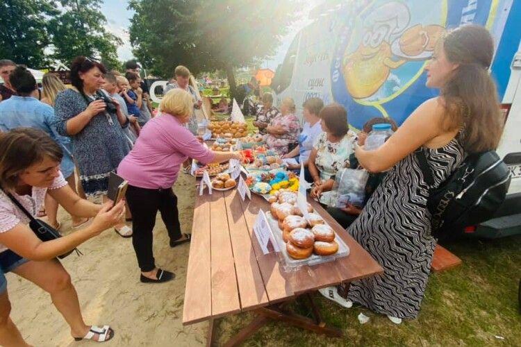 У Світязі відгуляли фестиваль пончиків: як це було (Фото)