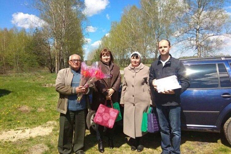 В селах Шацької громади привітали багатодітних матерів (Фото)