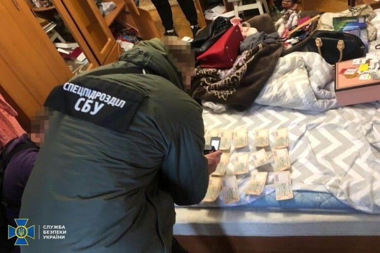 На Волині збували фальшиві єврики за пів номінальної ціни (Фото)