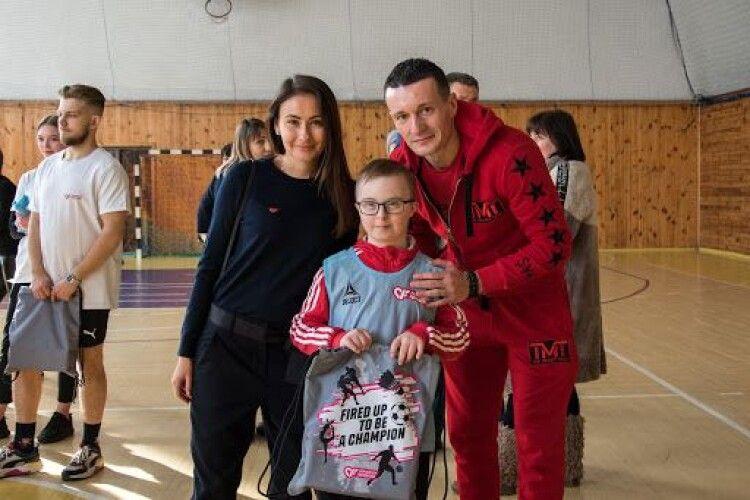 Parimatch Foundation та Артем Федецький провели в Луцьку інклюзивне тренування для дітей