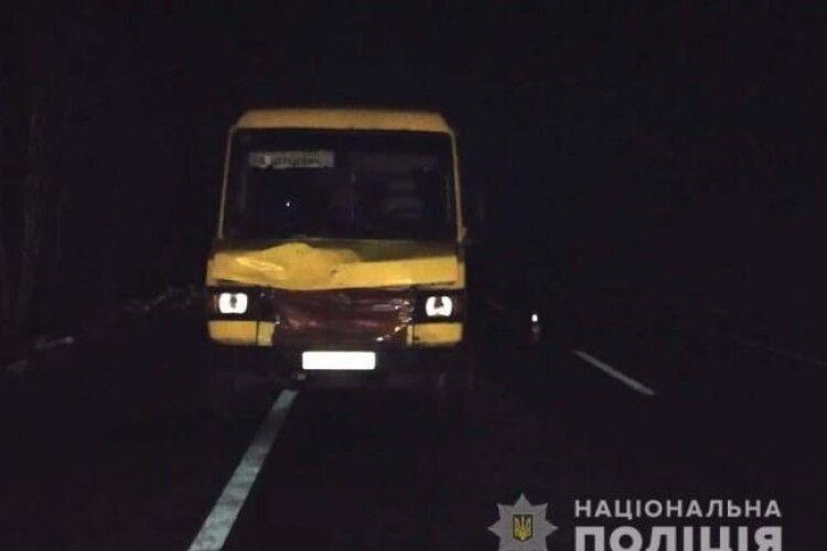 На Рівненщині маршрутка збила двох пішоходів: одна людина загинула