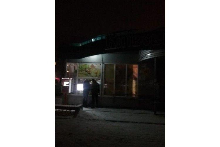Вночі у луцькому магазині знайшли п'яничку без ознак життя