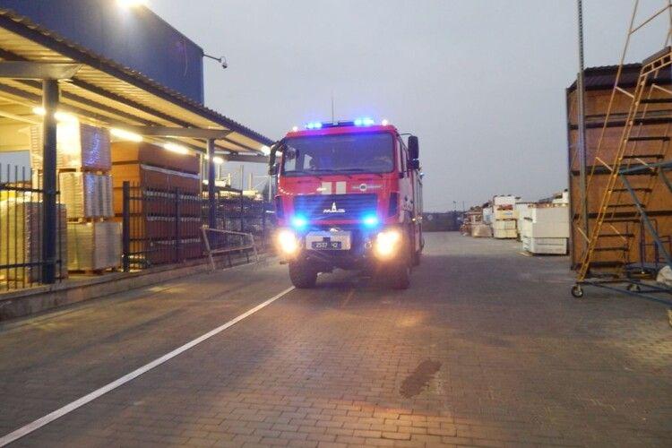 У гіпермаркеті «Епіцентр» працювали луцькі пожежники (Фото)