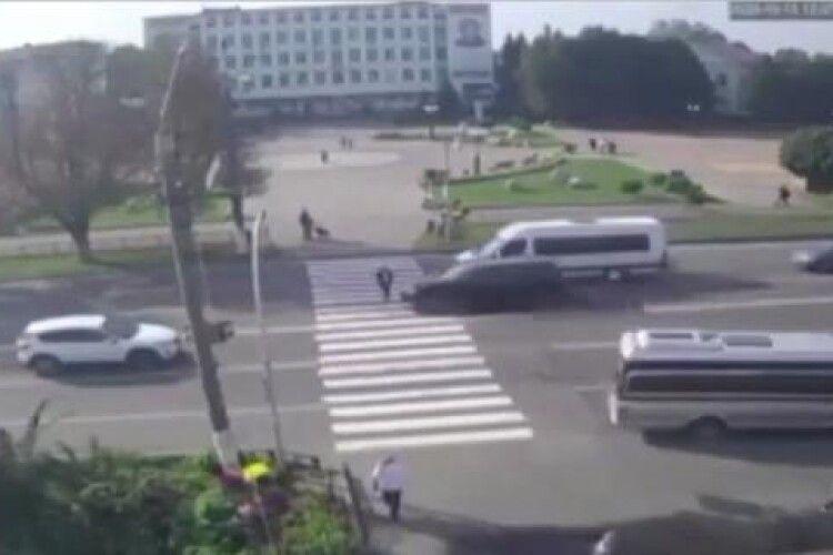 Столична прокурорка на позашляховику просто на «зебрі» збила дівчинку: дитина в реанімації