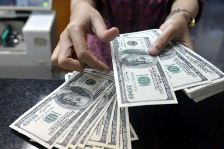 Заробітчани у 2020 році переказали до України рекордну суму грошей