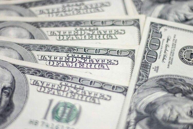 Падіння долара не зупинити: що буде з курсом в Україні