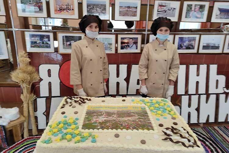 На день народження Каменя спекли смачнющий торт-гігант