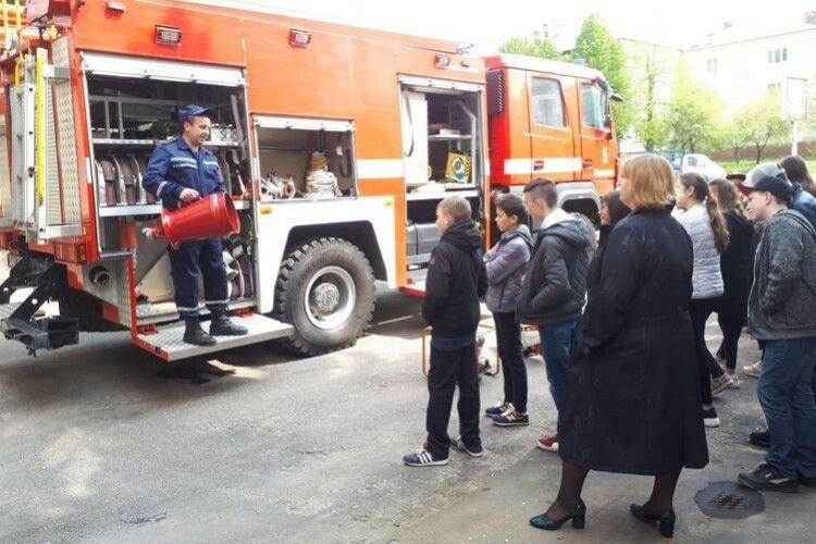 У Нововолинську на екскурсію до рятувальників завітали старшокласники