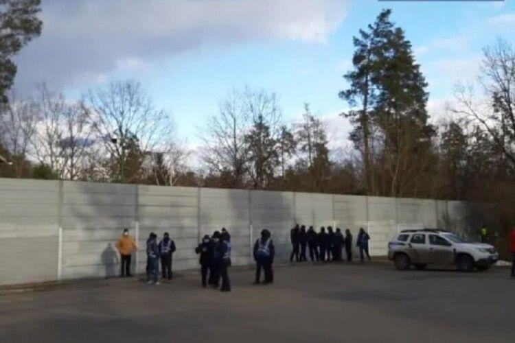 У гості до Зеленського вирушили мітингувальники. Поліція пильнує (Фото)
