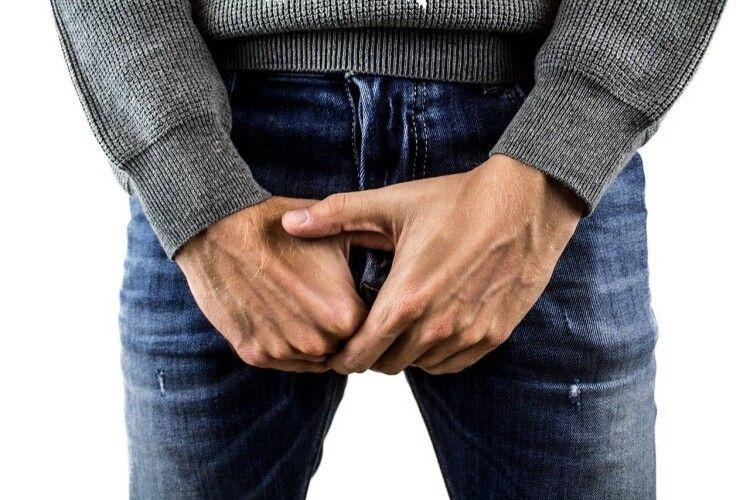 Чоловік показував свій статевий орган перехожим у парку: його судили