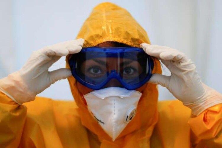 «Roshen» закупив для медиків  10 тисяч захисних костюмів