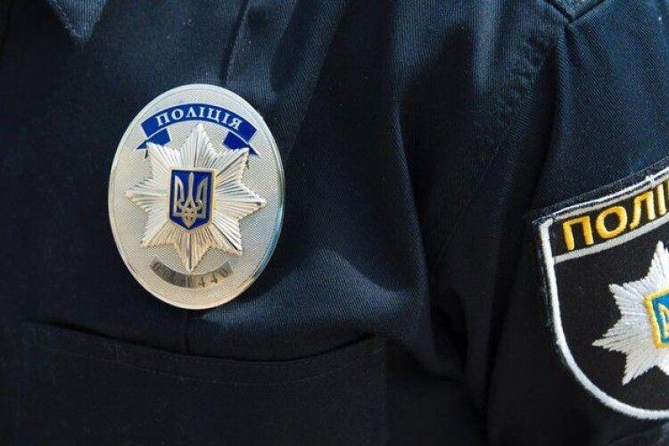 У Володимирі-Волинському чоловік поцупив волонтерську скриньку з грошима