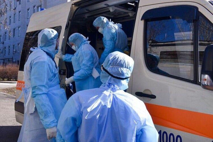 За добу пропонують місячну зарплату: Польща кличе на роботу українських лікарів, для яких Кабмін не знайшов грошей