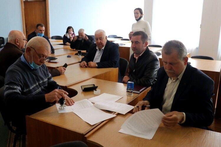 Разом у щасті і в проблемах: Володимир-Волинська міськрада та сусідні ОТГ підписали Меморандум про партнерство
