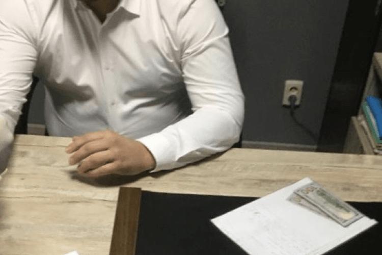 На Волині адвокат намовляв чоловіка дати хабаря слідчому