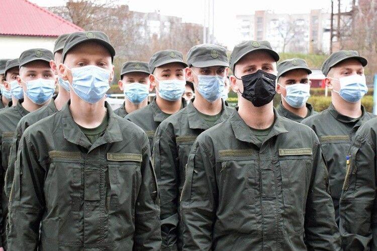 Весняний призов: до луцької військової частини прибули 25 новобранців (Фото)