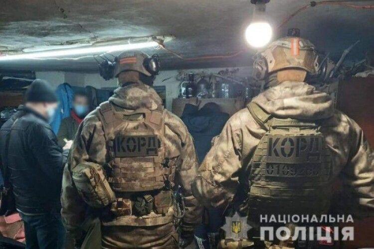 На Волині викрили групу наркодилерів та декілька нарколабораторій: координатор - 37-річний лучанин