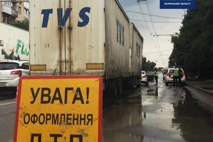 Сьогодні зранку у Луцьку під колесами авто загинув чоловік