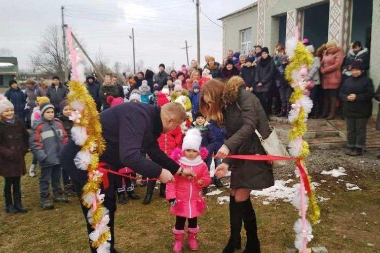 У Древині на Іваничівщині дітлахи гратимуться на новому майданчику
