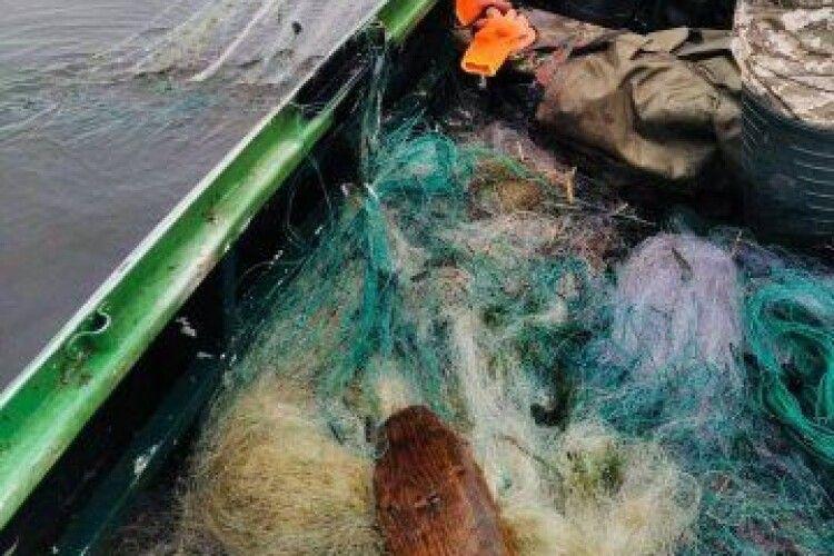 На Стиру виявили 9 браконьєрських риболовних сіток