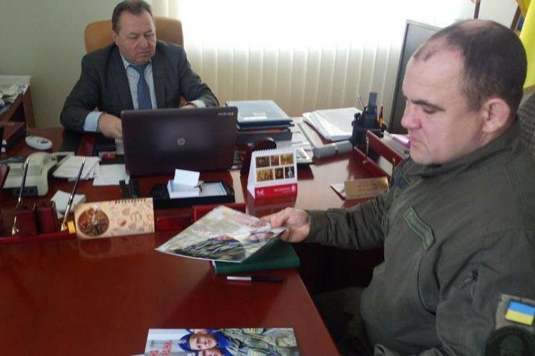 Військовослужбовці говорили з представниками влади про популяризацію військової служби