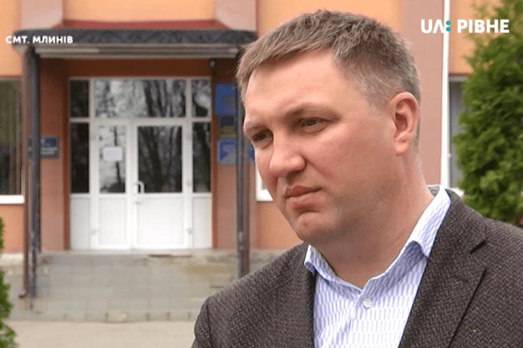 Щоб залучити інвесторів, голова громади на Рівненщині приписав у своєму будинку 100 людей
