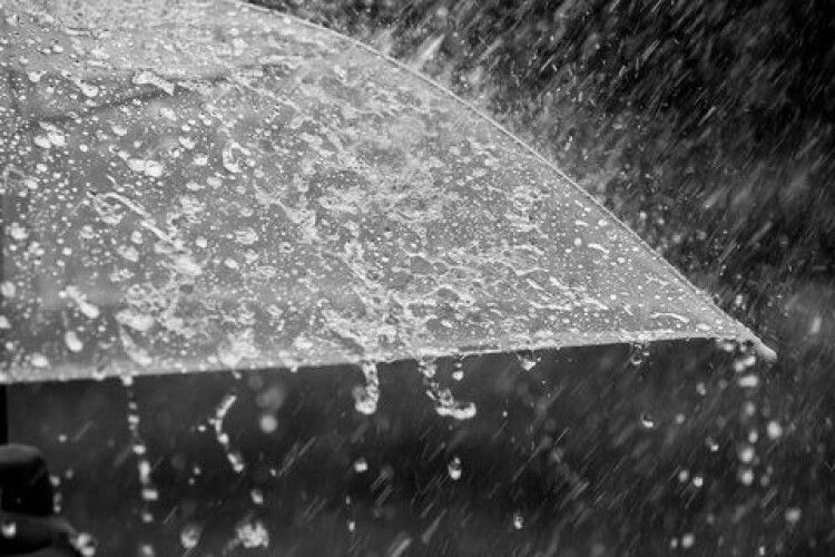 До України ввірвуться дощі та штормовий вітер: де чекати на погану погоду