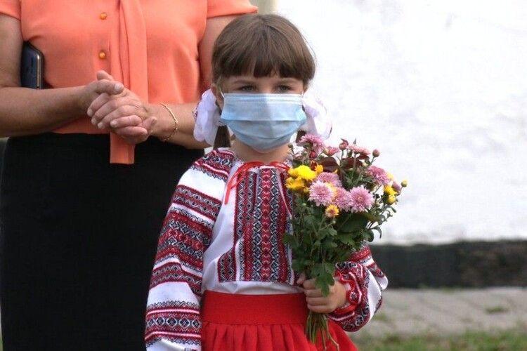 На Рівненщині чекають на обіцяний автобус:діти змушені добиратись на навчання і додому чим доведеться