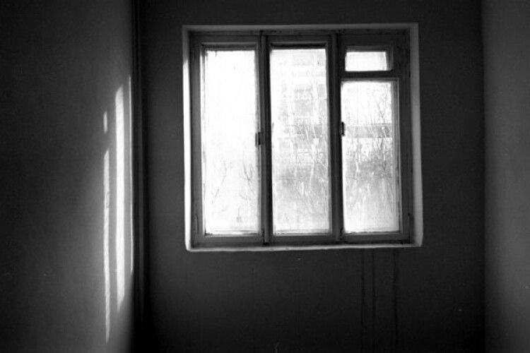 Півторарічна дитина випала з вікна шостого поверху