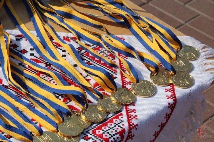 На Театральному майдані Луцька випускникам вручатимуть медалі