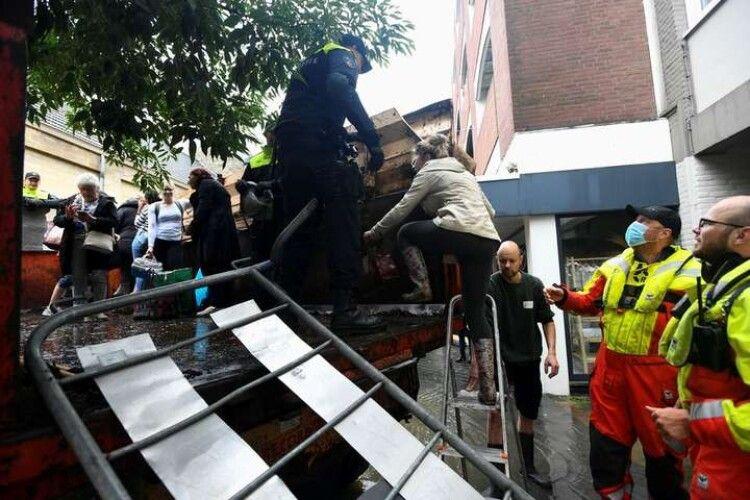 У Нідерландах повінь прорвала дамбу, людей масово евакуюють