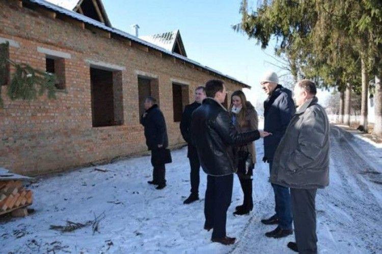 Амбулаторії Ківерцівщини, які реконструюють за кошти позики Світового банку, приймуть восени перших пацієнтів