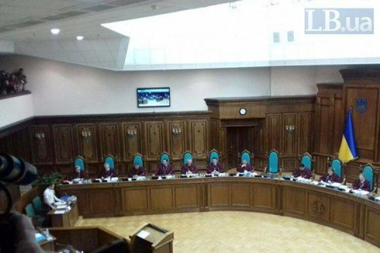 Президент переконував Конституційний Суд ухвалити рішення, за яке «не буде соромно»