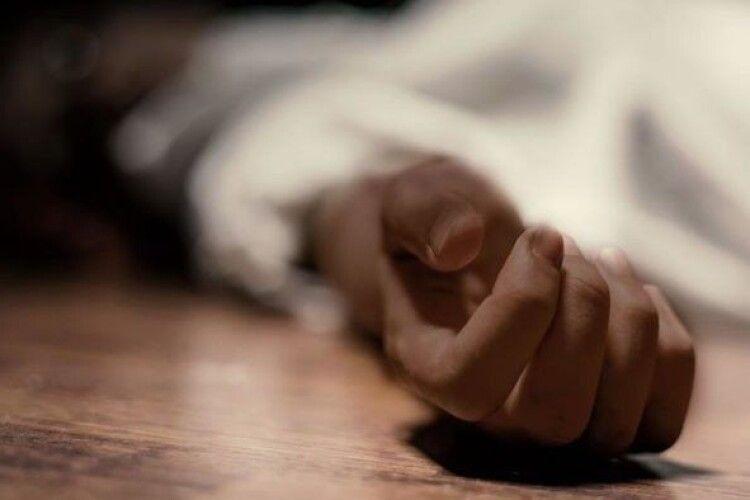 У Луцьку знайшли мертвою молоду жінку