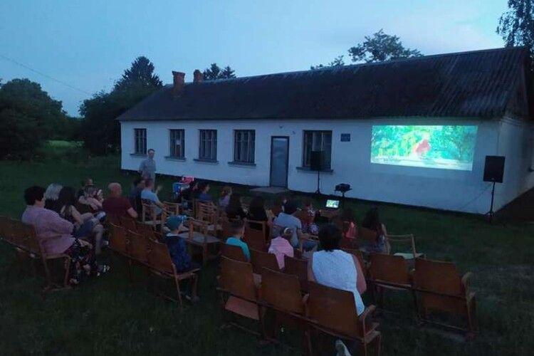 У селі на Волині облаштувати кінотеатр просто неба (Фото)