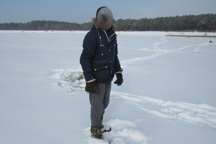 На Волині рибалка машиною пересувався по кризі водойми. На нього склали протокол