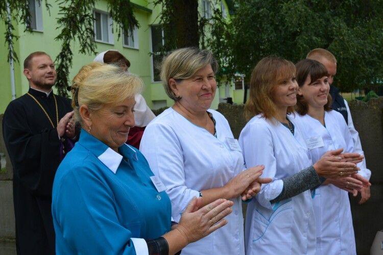 У ще одному селі на Волині урочисто відкрили нову амбулаторію із усім необхідним обладнанням (Фото)